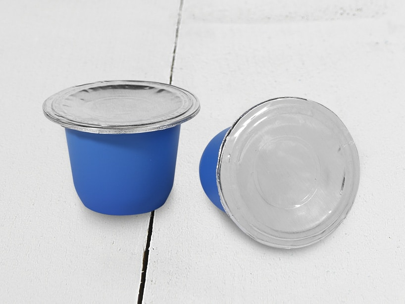 Coffee cups from polystyrene and sealing edge, two components injection molding