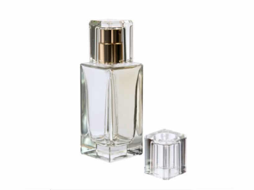 QUADRO:  Standaard parfumdop Materiaal: Surlyn Kleur: Op aanvraag Geschikt voor FEA 13 en FEA 15 pomp met kraag Artikelcode: 898715 voor FEA 15 Artikelcode: 898713 voor FEA 13